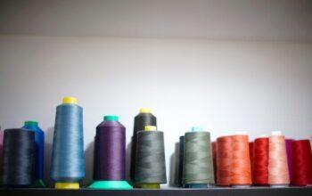 Zdjęcie przedstawiające wnętrze zakładu krawieckiego - Atelier Mody Pracownia krawiecko-projektowa w Kołobrzegu