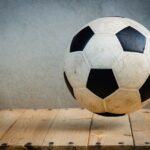 Zdjęcie przedstawiające piłkę do gry w piłkę nożną